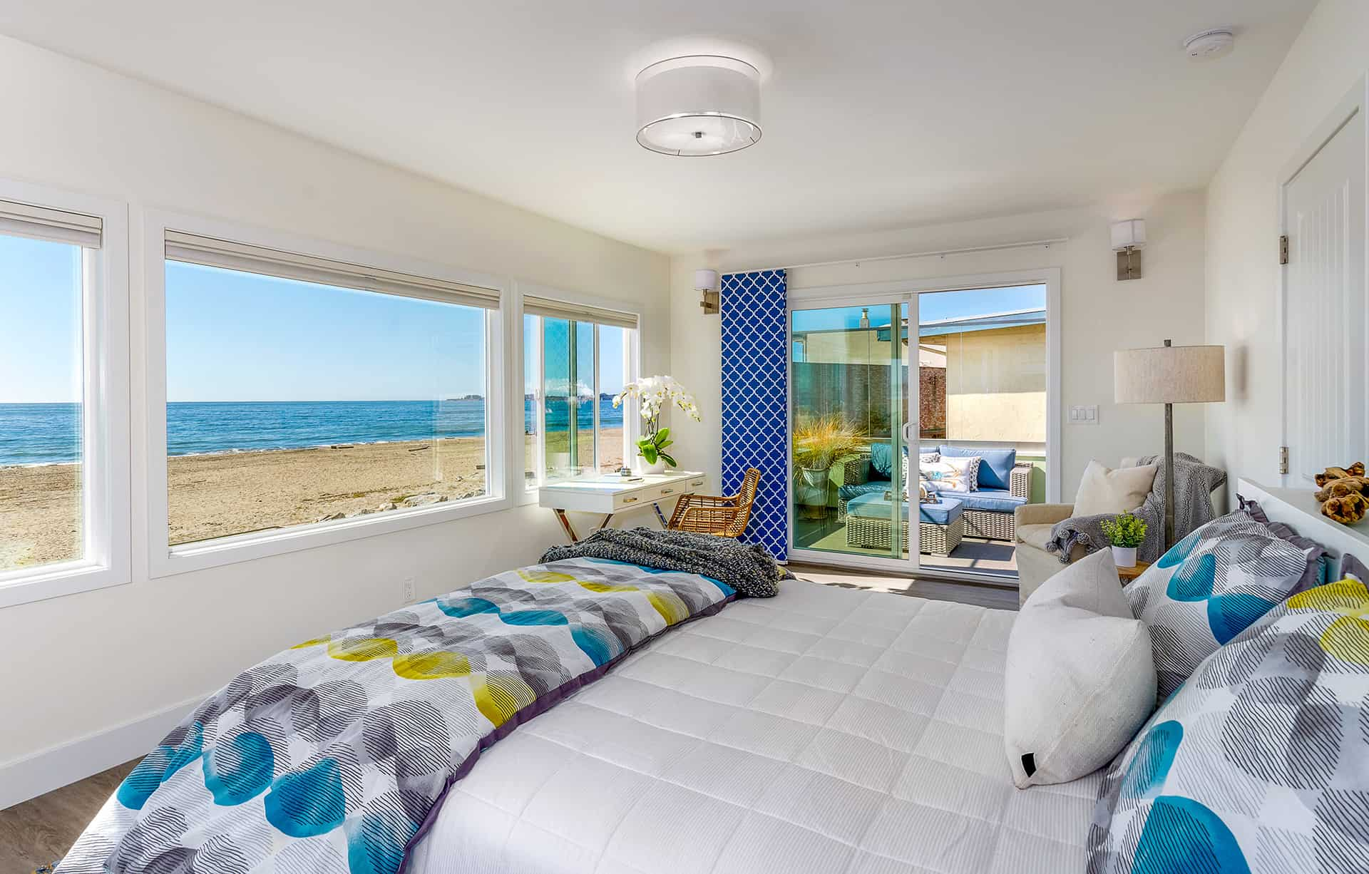 Fall asleep to the sound of waves in this bedroom renovation